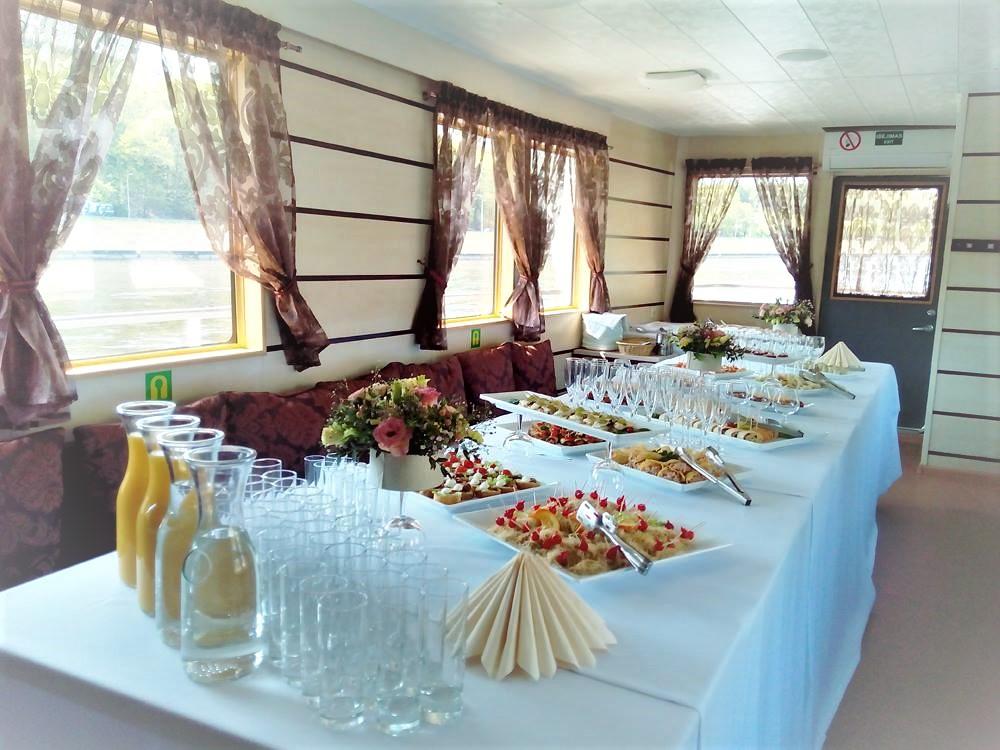 """Vestuvių stalas Laive """"Perlas"""